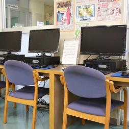1F 図書室 情報検索コーナー(画像)